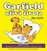 Garfield užívá života