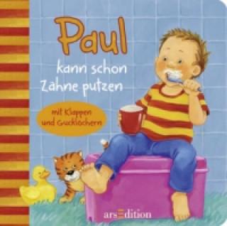 Paul kann schon Zähne putzen