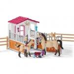 Pferdebox mit Arabern und Pferdepflegerin, Kunststoff-Figuren